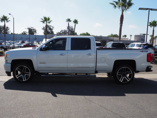 Certified Pre-Owned 2017 Chevrolet Silverado 1500 4WD Crew Cab 153.0 High Country